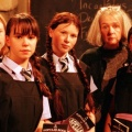 """CBBC präsentiert Cast für neue """"The Worst Witch"""" – Burg Hohenzollern dient als Vorlage für Zauberschule in Buchklassiker – Bild: ITV"""