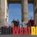 """ProSieben beleuchtet das #OstWestDing – Sat.1 präsentiert """"Die unglaublichsten Mauerfall-Geschichten"""" – Bild: ProSieben"""