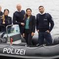 """""""WaPo Berlin"""" stößt Ende Januar zum ARD-Vorabend – Team um Kommissarin Jasmin Sayed und Hund Stulle bekämpft Verbrechen – Bild: ARD/Daniela Incoronato"""