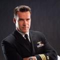 """J.A.G.""-Star David James Elliott besucht ""Navy CIS: L.A."" – Callen, Sam und Harmon Rabb beschützen einen Flugzeugträger – © CBS"