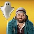 """""""Deadbeat"""": ProSieben Fun mit Fernsehpremiere der Hulu-Serie – Tyler Labine als Slacker mit Kontakten zur Geisterwelt – Bild: Hulu"""