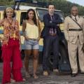 """""""Death in Paradise"""": Zwei weitere Staffeln auf einen Schlag bestellt – BBC One verlängert Erfolgsserie noch vor dem Start des zehnten Jahres – © BBC One"""