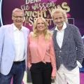 """Die Jauch-Gottschalk-Schöneberger-Show: Drei Showmaster ohne Plan, aber mit Charme – Review – TV-Kritik zu """"Denn sie wissen nicht, was passiert"""" – Bild: MG RTL D / Frank Hempel"""