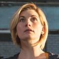 """""""Doctor Who"""": Frau Doctor kam, sah und eroberte die Herzen – Review – Eleganter Einstieg in neue Ära mit Jodie Whittaker – Bild: BBC One"""