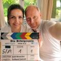 """""""Die Eifelpraxis"""" wird fortgesetzt – Zwei neue Folgen der ARD-Reihe mit Rebecca Immanuel und Simon Schwarz – Bild: ARD Degeto/Hardy Spitz"""