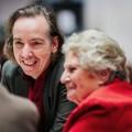 """Olli Schulz verbringt Abend mit Ü80-Jährigen – Neues Konzept bei """"Die Geschichte eines Abends"""" – Bild: NDR/Daniel Bremehr"""