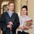 """""""Die Heiland"""": Neue Serie um blinde Anwältin startet im September – ARD-Dramedy mit Lisa Martinek und Anna Fischer – Bild: ARD/Reiner Bajo"""
