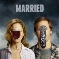 """""""Married"""": ProSieben Fun importiert schwarzhumorige Ehe-Comedy – Nat Faxon und Judy Greer als gestresstes Elternpaar mit ungewöhnlichen Lösungsansätzen – © FX Networks"""