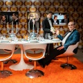 """Dinner for Cohn"": ZDFneo parodiert Silvester-Klassiker – Böhmermanns Ex-Sidekick William Cohn feiert Geburtstag – Bild: ZDF/Jana Kay"