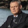 """Vor dem Start: """"Doc Martin"""": Sat.1 Gold besorgt Free-TV-Premiere der britischen Dramedy – Langjährige Erfolgsserie um Landarzt wider Willen – Bild: ITV"""