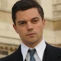 """""""Preacher"""": Dominic Cooper übernimmt Hauptrolle in AMC-Drama – """"Weeds""""-Darstellerin Elizabeth Perkins ebenfalls verpflichtet – © BBC America"""