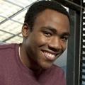 """Atlanta"": FX bestellt Rap-Comedy von Donald Glover – Ehemaliger ""Community""-Darsteller erhält eigene Serie – Bild: Universal Media Studios / Sony Pictures TV"