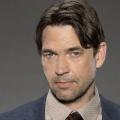 """""""Batwoman"""" engagiert Kate Kanes Vater und neuen Regisseur – Dougray Scott will mit harter Hand Ordnung in Gotham schaffen – © ABC"""