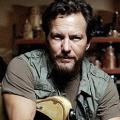 """""""Roadies"""": Eddie Vedder (""""Pearl Jam"""") im Staffelfinale zu Gast – Pearl Jam-Frontmann im Dienst von Cameron Crowe – © Epic"""