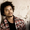 "Eka Darville (""The Originals"") mit Nebenrolle in ""Marvel's Jessica Jones"" – Auch Erin Moriarty und Wil Travel besetzt – © Warner Bros. TV / CBS Television Studios"