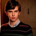 """""""Close to the Enemy"""": Serie im Kalten Krieg mit Freddie Highmore von BBC Two bestellt – Sechsteiler über Zusammenarbeit mit Nazi-Wissenschaftler – © A&E"""