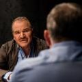 """Fritz Wepper und Sven Martinek im Cast von """"Protokolle des Bösen"""" – Schauspieler stehen als Serienmörder vor der Kamera – Bild: PR/A&E/Getty/Koch"""