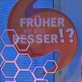 """""""Früher war alles besser!?"""": Wolfgang Trepper präsentiert neue Nostalgieshow im NDR – Auf Zeitreise mit Kessler, Boes, Wontorra und Fisher – © NDR/record film"""
