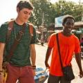 """""""Gap Year"""": E4 verkündet Starttermin für schräge Reise-Comedy – Asientrip von vier Jugendlichen läuft aus dem Ruder – Bild: E4"""