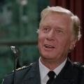 """George Gaynes: Captain Lassard der """"Police Academy"""" mit 98 Jahren verstorben – Serienhauptrollen in """"Punky Brewster"""", """"Staatsaffären"""" – © Warner Bros."""