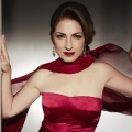 "Gloria Estefan beehrt ""One Day at a Time"" – Latin-Diva mit Gastauftritt in der dritten Staffel – Bild: Sony Music"