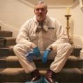 """""""The Cleaner"""": """"Tatortreiniger"""" Schotty bekommt britischen Kollegen – """"Wicky"""" kommt in sechs Folgen zur BBC – © Studio Hamburg UK"""