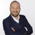 """""""Gute Nacht, Deutschland"""": WDR zeigt Satireshow mit Philip Simon – """"Prix Pantheon""""-Kabarettgala erstmals live im Fernsehen – Bild: WDR/Herby Sachs"""