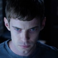 """""""Mr. Mercedes"""": Erster Trailer zur neuen Stephen-King-Verfilmung – Cop im Ruhestand wird von psychopathischem Mörder gereizt – Bild: Sonar Entertainment"""