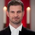 """""""Herzensbrecher"""": Neue ZDF-Familienserie startet im November – Simon Böer spielt einen evangelischen Pfarrer mit vier Söhnen – © ZDF/Frank Dicks"""
