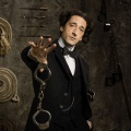 """""""Houdini"""": Serie mit Oscar-Preisträger Adrien Brody ab Janaur bei Sky Atlantic – Vierteiler wird am 3. und 4. Januar ausgestrahlt – © Lionsgate"""