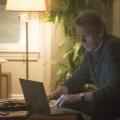 """""""Chance"""": 13th Street zeigt zweite Staffel mit Hugh Laurie im März – Dr. Eldon Chance wird erneut in dunkle Umtriebe verstrickt – Bild: hulu/13th Street"""