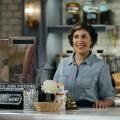 """""""Call Me Kat"""": Sitcom mit Mayim Bialik lockt die Katze nicht hinterm Ofen hervor – Review – Der Star aus """"The Big Bang Theory"""" drückt auf die Tube, doch der Comedy fehlt's an Originalität – © Fox"""