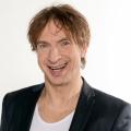 """Ingolf Lück moderiert neue Panelshow im """"Genial daneben""""-Stil – """"Wer hätte das gedacht?!"""" demnächst im WDR – Bild: WDR"""