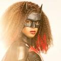 """Batwoman"": Erster Teaser-Trailer mit Batwoman 2.0 – Javicia Leslie schlüpft in Staffel zwei in den Batsuit – © The CW/Nino Muñoz"