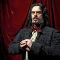 """""""5 Zimmer Küche Sarg"""": FX gibt Serienbestellung zu Vampir-Film-Adaption – Das unerträgliche Zusammenleben unsterblicher Blutsauger in New York – © Madmen Entertainmen"""