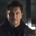 "DC-Serien von The CW teilen sich zwei Hauptdarsteller – Wentworth Miller und John Barrowman bereit für ""Arrow"", ""Flash"", ""Supergirl"", ""Legends"" – Bild: The CW"