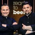 """""""Ready to beef"""": Zweite Staffel zunächst bei TVNOW – Tim Mälzer und Tim Raue bitten online erneut zum Kochwettstreit – © TVNOW / Pervin Inan Sertas"""