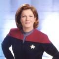 """Star Trek: Sneak Peek zu """"Discovery"""", Captain Janeway kommt zu """"Prodigy"""" – Kate Mulgrew nimmt Rolle aus """"Voyager"""" für neue Animationsserie wieder auf – © UPN"""