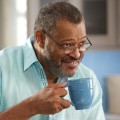 """Black-ish"": Wird Laurence Fishburne ""Old-ish""? – ABC entwickelt dritten Ableger seines Serienerfolgs – © ABC/Greg Gayne"