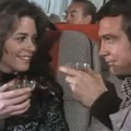 """""""6-Millionen-Dollar""""-Wiedersehen bei """"Fuller House"""" – Lee Majors und Lindsay Wagner mit gemeinsamem Gastauftritt – © YouTube/Screenshot"""
