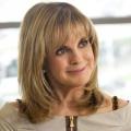 """""""Dallas""""-Star Linda Gray gibt sich in """"Significant Mother"""" die Ehre – Resolute Südstaaten-Mutter versetzt die Mitbewohner in Panik – Bild: TNT"""
