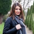 """""""Alles auf Anfang"""": Linda Zervakis geht mit Prominenten auf Zeitreise – Neue Sendung im NDR mit der """"Tagesschau""""-Moderatorin – Bild: NDR"""
