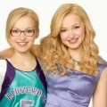 """""""Liv & Maddie"""": Deutsche TV-Premiere neuer Disney-Channel-Serie – Dove Cameron spielt eineiige Zwillinge – Bild: Disney Channel"""