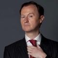 """""""Queers"""": BBC America koproduziert Mark Gatiss' Kurzfilmreihe – Alan Cumming, Ben Whishaw und Rebecca Front gehören zur Besetzung – © BBC One"""