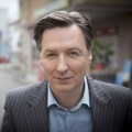 """""""Lindenstraße"""": 1500. Folge mit Robert Engels Rückkehr – Wiedersehen mit Martin Armknecht als Bösewicht – Bild: WDR/Steven Mahner"""