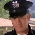 """""""MacGyver"""": Martin Milner verstorben, Darsteller von James MacGyver – Hauptdarsteller von """"Adam-12"""" und """"Route 66"""" wurde 83 – © NBC"""