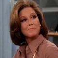 Mary Tyler Moore im Alter von 80 Jahren gestorben – Ikone des US-Fernsehens und des Comedy-Genres – Bild: YouTube/Screenshot