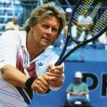 """Howard Carpendale als alternder Tennis-Star: RTLplus holt """"Matchball"""" aus dem Archiv – 1990er-Serie wird nach mehr als zwölf Jahren wiederholt – © TVNOW"""