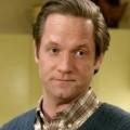 """Matt Letscher neben Jenna Elfman in FOX-Pilot von Dana Klein – """"Boardwalk Empire""""-Veteran verkopfter Ehemann und Professor – © The CW"""