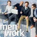"""""""Men at Work"""": Späte Free-TV-Premiere für Danny-Masterson-Sitcom – Now US zeigt vier Freunde auf der Flucht vor harter Arbeit – © TBS"""